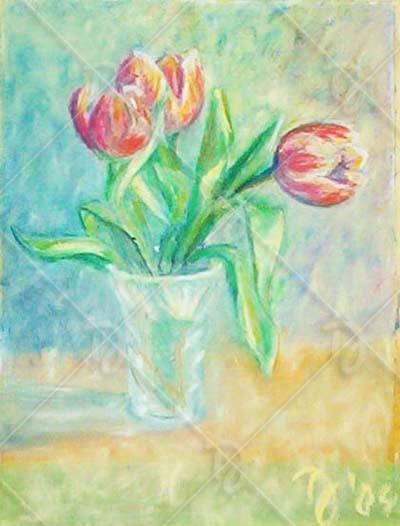 Tulipánok kristályvázában